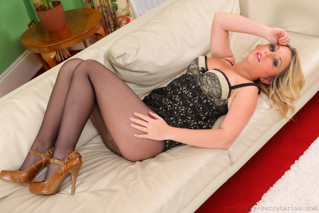secretary in pantyhose hannah b