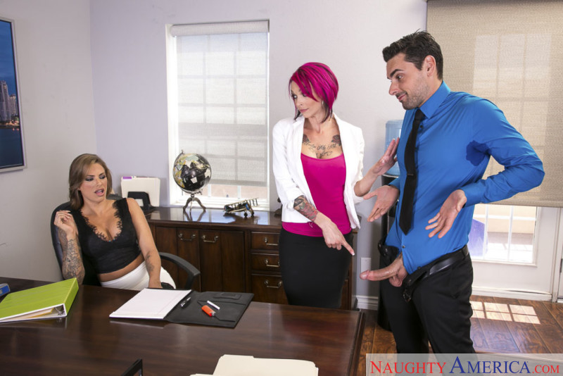 Naughty America Anna Bell Peaks & Juelz Ventura in Naughty Office